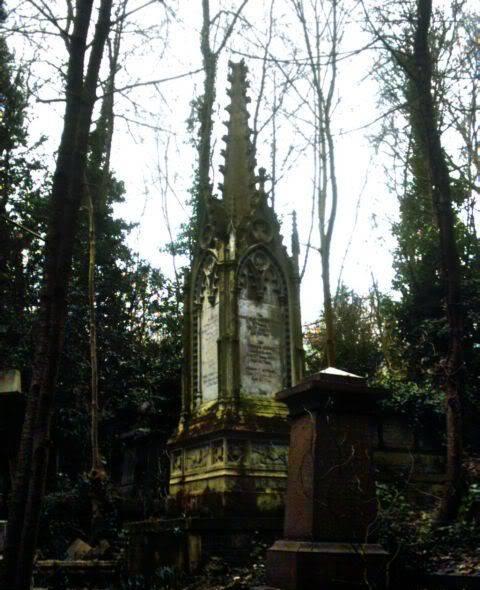 CREENCIAS ANCESTRALES Y SUS CELEBRACIONES - Página 4 67highgate_cemetery_western_man_60