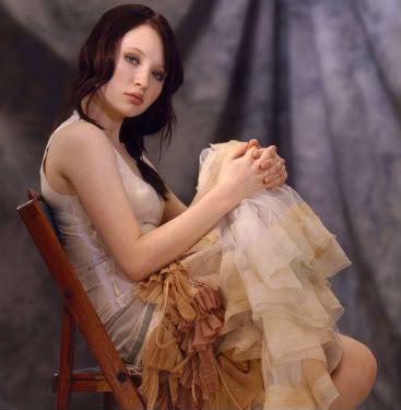 Aline Bossu Emily-Browning-7
