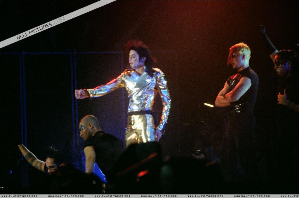 HISTORY TOUR  HIStory-Tour-michael-jackson-877-27
