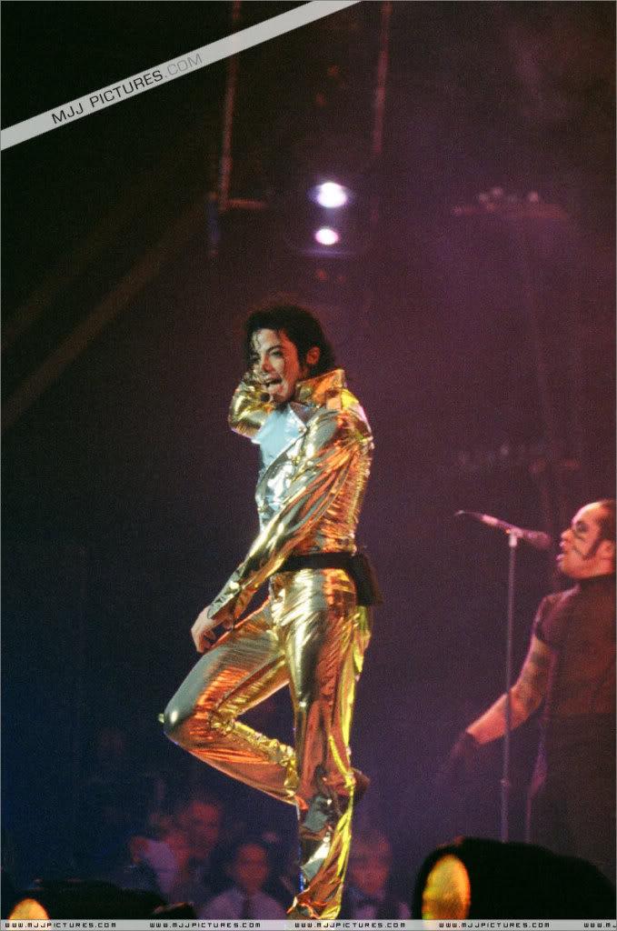 HISTORY TOUR  HIStory-Tour-michael-jackson-877-30
