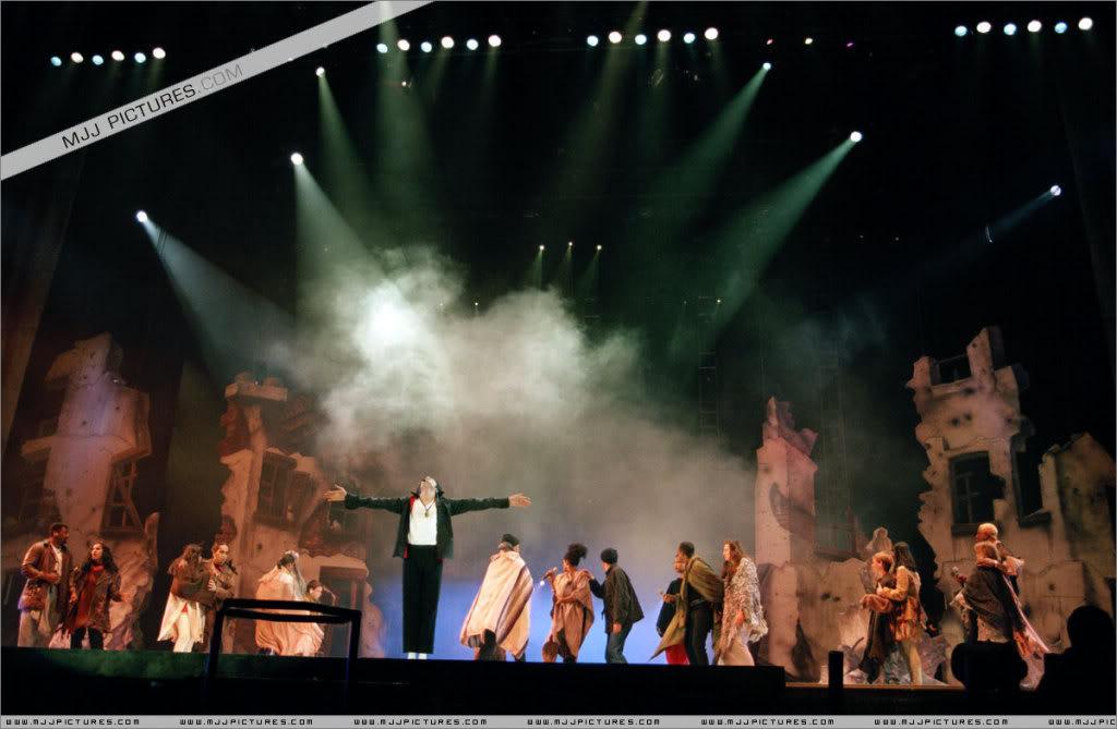 HISTORY TOUR  HIStory-Tour-michael-jackson-877-54