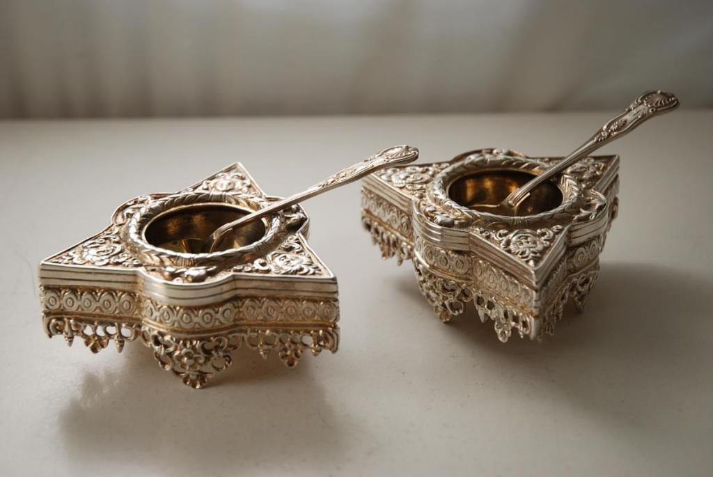 Regalos de Año Nuevo 1538 A_Pair_of_Renaissance_style_Antique_Silver_Plate_Salts-00_zps1371af71