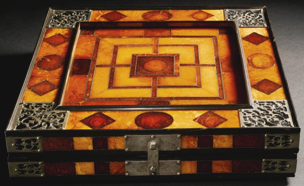 Regalos de Año Nuevo 1538 Amber-gameboard-closed_zpscd0eff8e