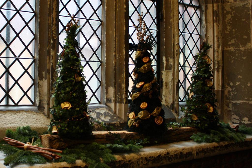 Regalos de Año Nuevo 1538 Hampton-court-christmas-trees_zpsbcbfb50c
