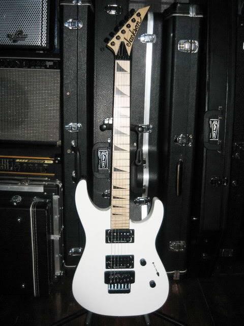 guitars&bass guitars Almostwashburn-front