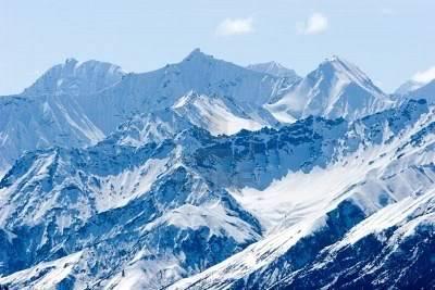 Tercera Partida - Helada Desesperación 1140568-cubierto-de-nieve-en-las-cimas-de-las-montanas-de-alaska