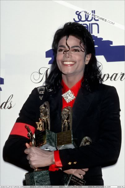 1989 soul Train Awards :) 10832_104497212899631_1000001805747