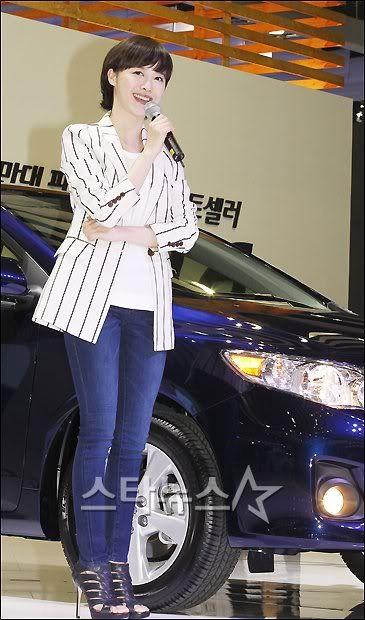 [Photo] Hye Sun tại buổi ra mắt Toyota - Page 3 2011033114300839685_1