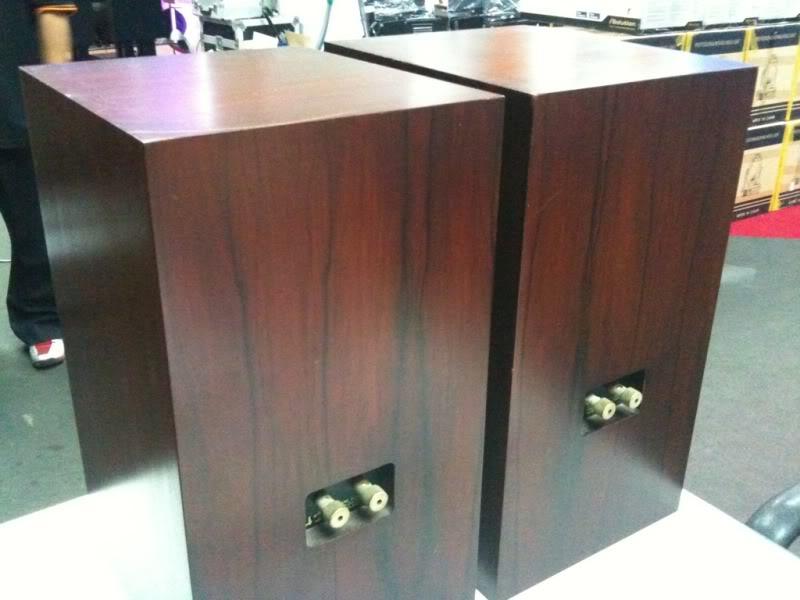ATC SCM 20 bookshelf speaker.Non bi-wire (used) 97b243ff