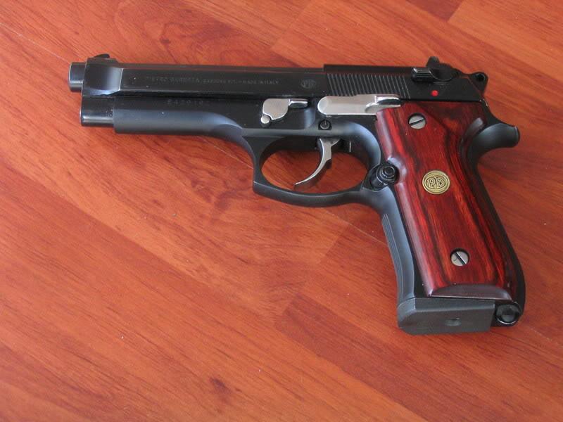 Glock 17 / Beretta 92 ? Armes0084