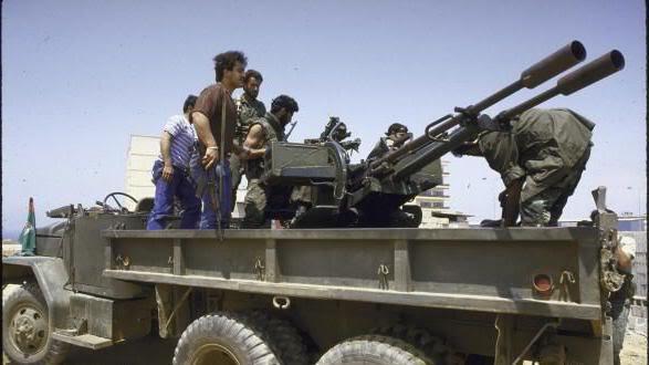 scènes de combat (armée libanaise, palestinien, chrétien...) AMAL