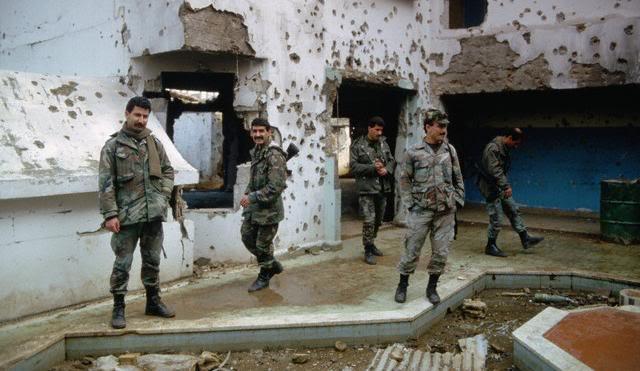 scènes de combat (armée libanaise, palestinien, chrétien...) Amal3