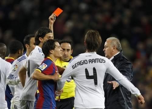 Tẩn Messi, đấm luôn chiến hữu, Ramos ăn thẻ đỏ 'xịn' 1371779616_thedo