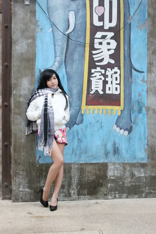 Elly mặc bikini giữa trời lạnh 13 độ C 23a4