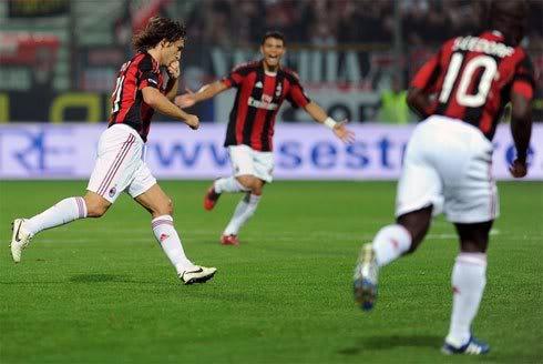 Siêu phẩm của Pirlo giúp Milan tạm chiếm ngôi đầu  3a1