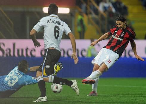 Siêu phẩm của Pirlo giúp Milan tạm chiếm ngôi đầu  3a2