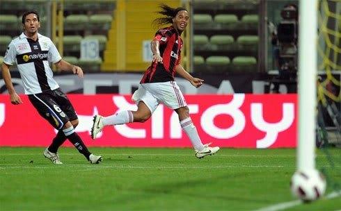 Siêu phẩm của Pirlo giúp Milan tạm chiếm ngôi đầu  3a3