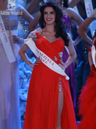 Tin nhanh trong ngày: Hoa hậu Mỹ Alexandria Mills là tân Hoa hậu thế giới  A4-1