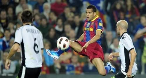 Barcelona đứng trước nguy cơ mất Dani Alves vào tay Chelsea Dniavet