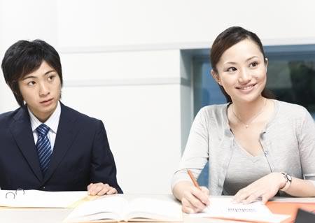 Tin hot: Bí quyết giúp phái nữ vượt qua định kiến nơi công sở Vl1