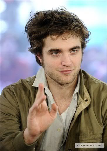 Rob @ Today' s Show... 1er Mars 2010 - Page 2 005xp98g