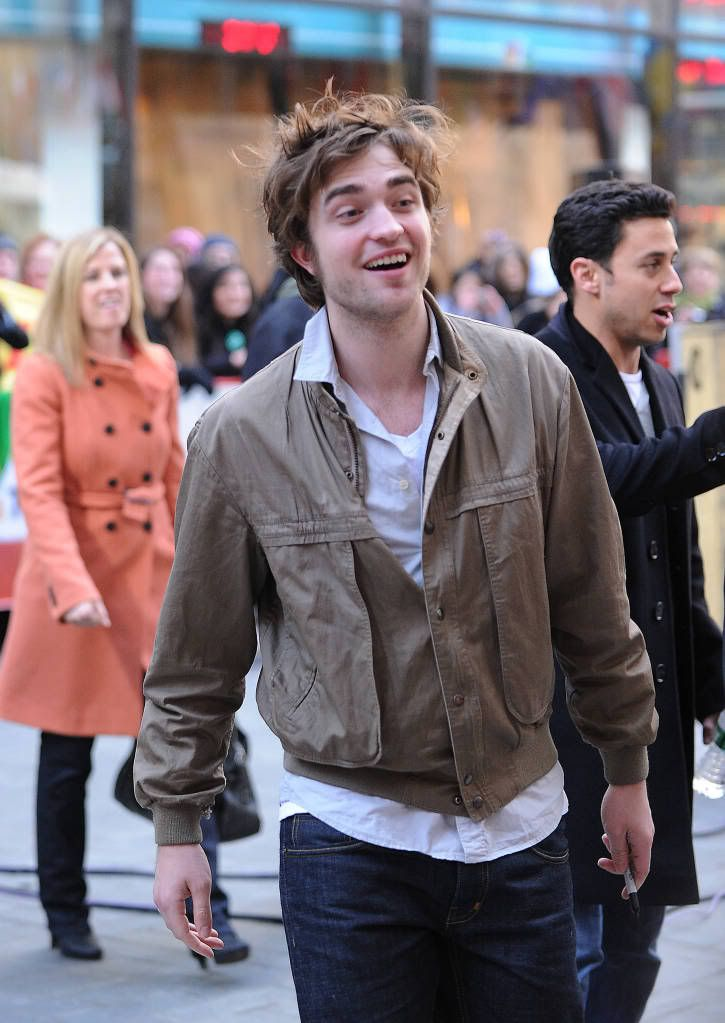 Rob @ Today' s Show... 1er Mars 2010 - Page 2 Pattinsonlife-hq-0314