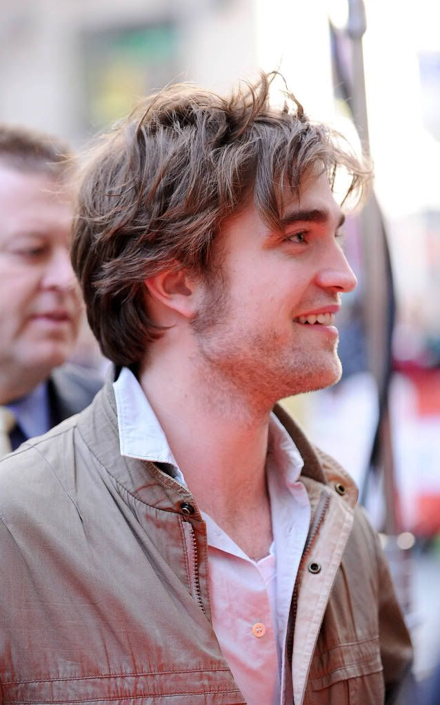 Rob @ Today' s Show... 1er Mars 2010 - Page 2 Pattinsonlife-hq-0316
