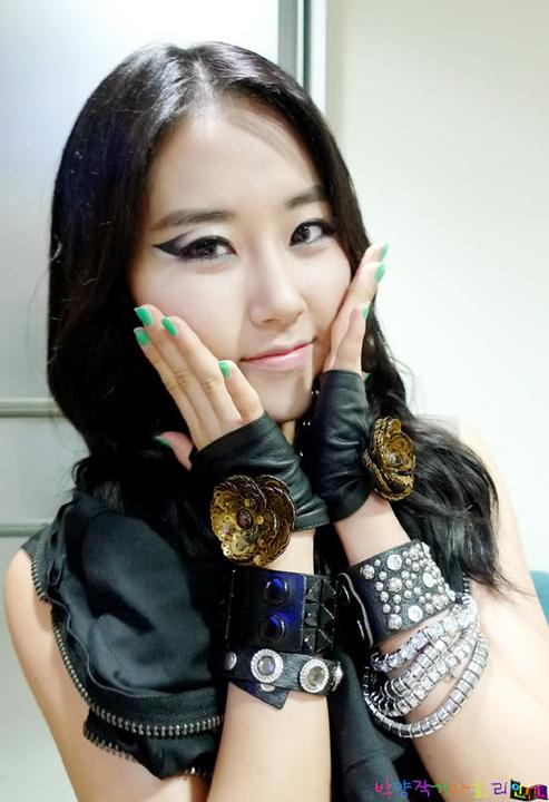 [OTHER][26.06.10] SBS Inkigayo Backstage 1