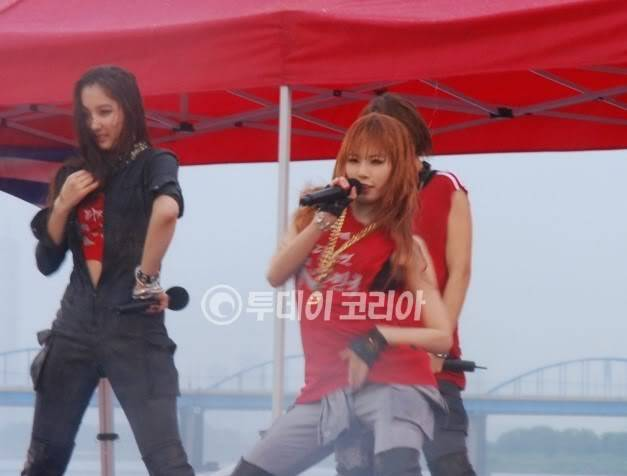 [PERF][12.06.10] SBS Radio Cheering for World Cup event 1128041007485047