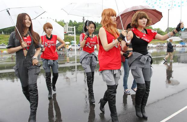 [PERF][12.06.10] SBS Radio Cheering for World Cup event 1820