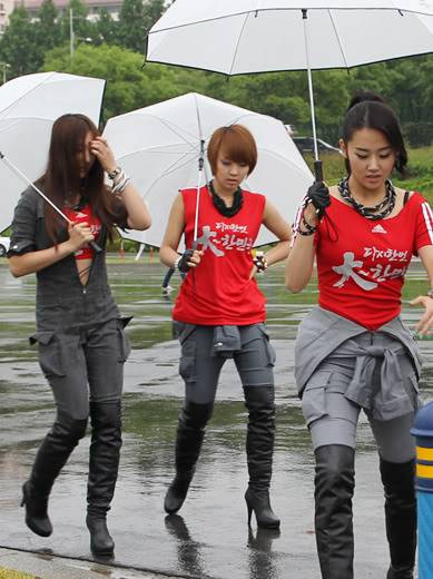 [PERF][12.06.10] SBS Radio Cheering for World Cup event 1824