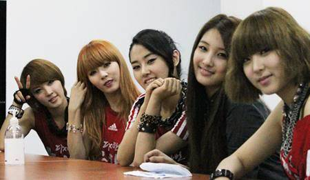 [PERF][12.06.10] SBS Radio Cheering for World Cup event 1945s