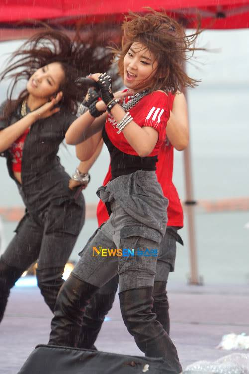 [PERF][12.06.10] SBS Radio Cheering for World Cup event 2010061220592510011