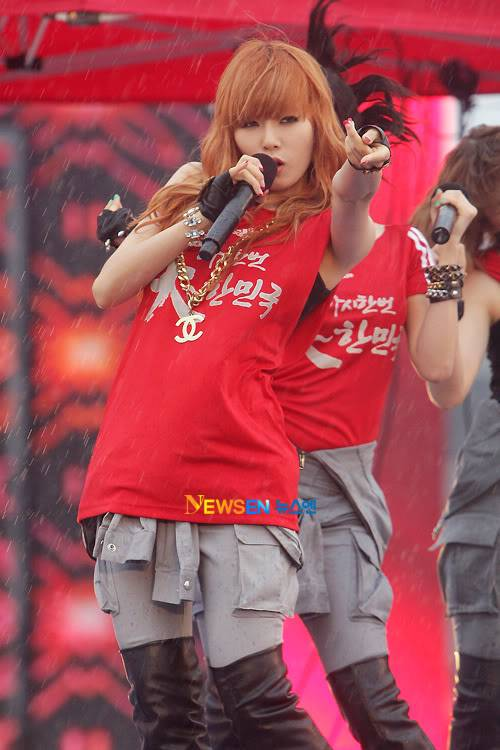 [PERF][12.06.10] SBS Radio Cheering for World Cup event 2010061221020510011
