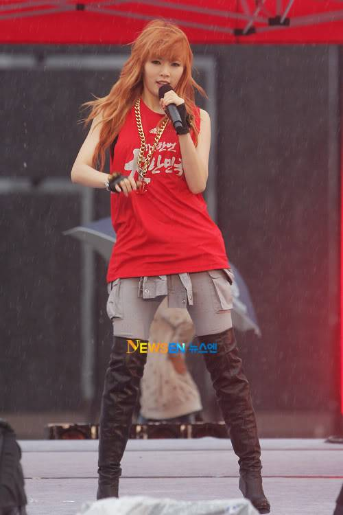[PERF][12.06.10] SBS Radio Cheering for World Cup event 2010061221221710011