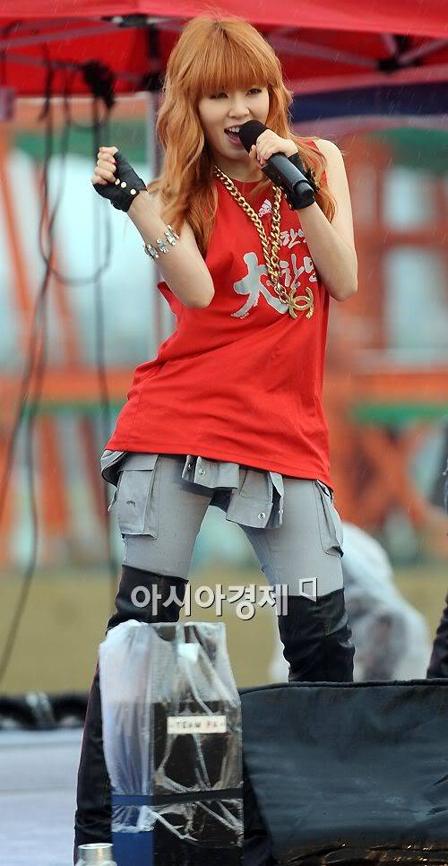 [PERF][12.06.10] SBS Radio Cheering for World Cup event 20100612215340891201