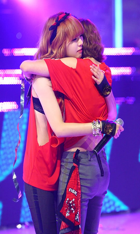 [PERF][17.06.10] 4Minute Wins @ M!Countdown (updated #4) 20100618095010