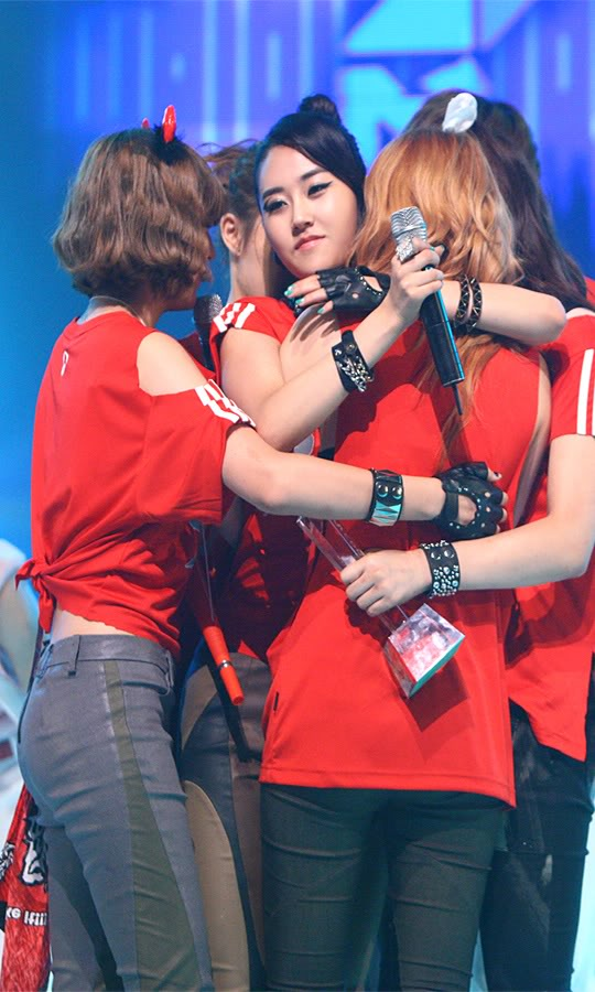 [PERF][17.06.10] 4Minute Wins @ M!Countdown (updated #4) 20100618095015