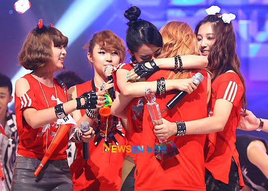 [PERF][17.06.10] 4Minute Wins @ M!Countdown (updated #4) 2010062112160910021