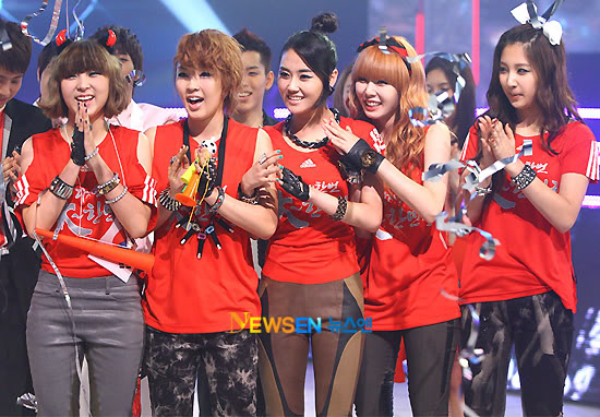 [PERF][17.06.10] 4Minute Wins @ M!Countdown (updated #4) 2010062112223210021