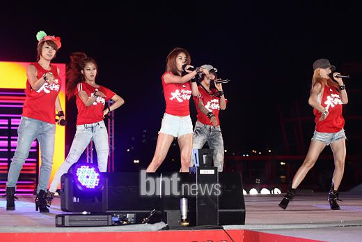 [PERF][22.06.10] Concert to cheer on Korea against Nigeria at 2010 World Cup 9edf128ba309326fae782051c6a8dc72