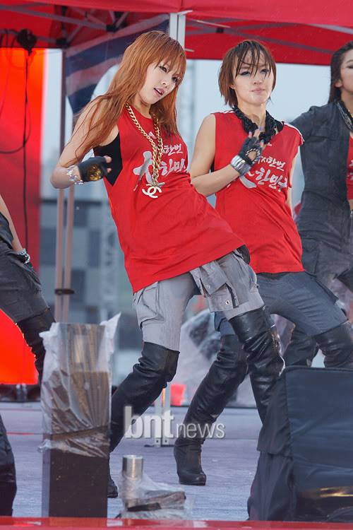[PERF][12.06.10] SBS Radio Cheering for World Cup event Bab1d3f7db4e58252109c61