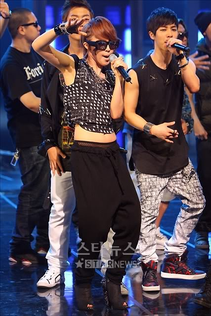 [PERF][20.05.10] 4Min @ CB stage Mnet MCountdown : Who's next + HuH Tn12743561436920105580