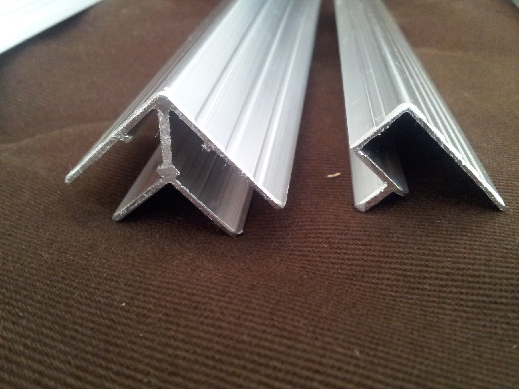 Réalisation support alu + couvercle plexy pour aquatlantis 84l 2012-03-01145227