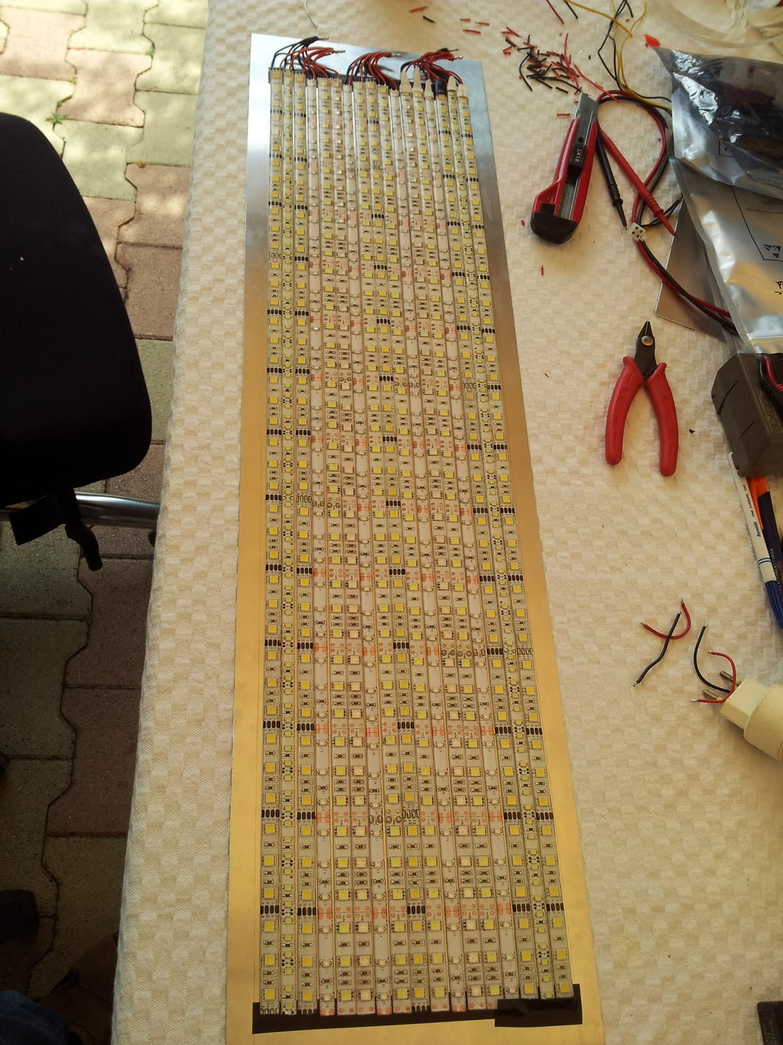 Fabrication galerie LED pour Juwel rio 125 (80cmx20cmx1.8cm) 20120714_162809