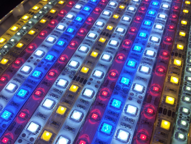 Fabrication galerie LED pour Juwel rio 125 (80cmx20cmx1.8cm) 20120715_154324