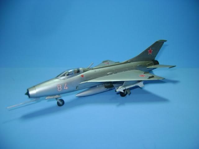 Mikoyan-Gurevich MiG-21 FISHBED 1/72 ACADEMY DSC02371