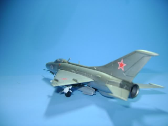 Mikoyan-Gurevich MiG-21 FISHBED 1/72 ACADEMY DSC02372