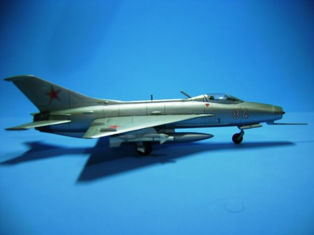 Mikoyan-Gurevich MiG-21 FISHBED 1/72 ACADEMY DSC02374