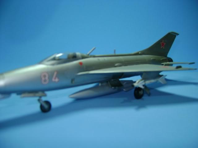 Mikoyan-Gurevich MiG-21 FISHBED 1/72 ACADEMY DSC02375
